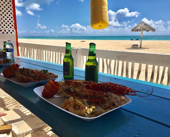 Jolly Harbour, Antigua: Aragosta , birra , spiaggia rosa a Barbuda .. what else ?
