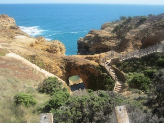 Port Campbell, Australie : The Grotto from the walking track