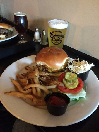 Fanwood, NJ: Burger and a pint