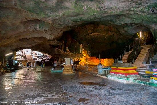 Takua Thung District, Thailand: ด้านในมีพระพุทธรูป