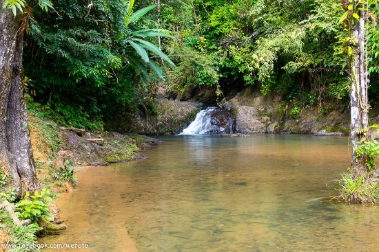 Takua Thung District, Thailand: น้ำตกใสไหลไม่แรง