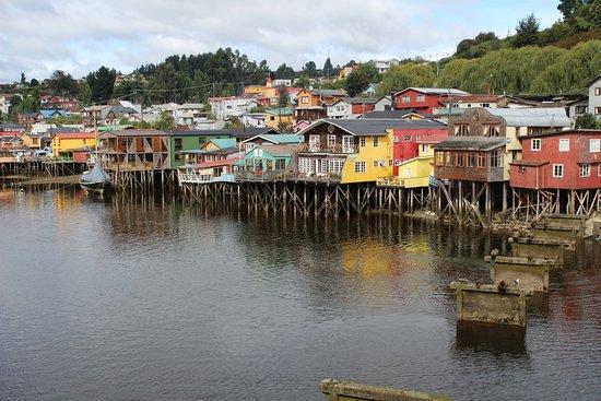 Castro, Chile: Hay varios lugares en la Costanera que vale la pena caminar y disfrutar de los Palafitos de Cast