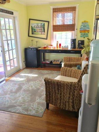 Crane Creek Inn Waterfront Bed and Breakfast: 'Beverage' room