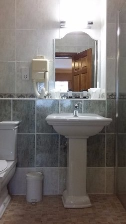 Loughrea, Ierland: Accessible Bathroom