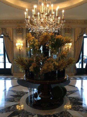 Four Seasons Hotel des Bergues Geneva: entrance