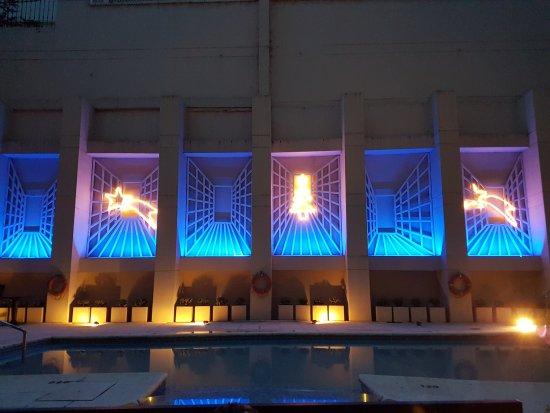 Regal Pacific Hotel Buenos Aires: zona de la piscina de noche