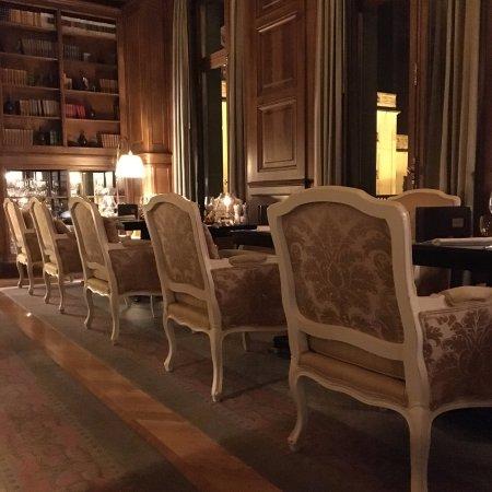 La Chapelle-en-Serval, France: Salle de restaurant