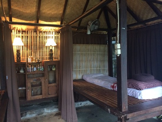 Lovina Beach, Indonesia: Spa interior and welcome drink for outside guests - kombuca!