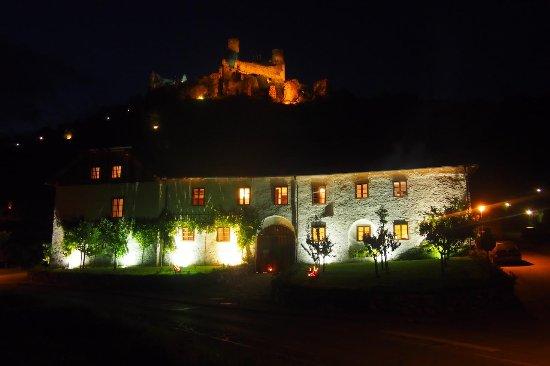 Senftenberg, Austria: Weinhaus bei Nacht