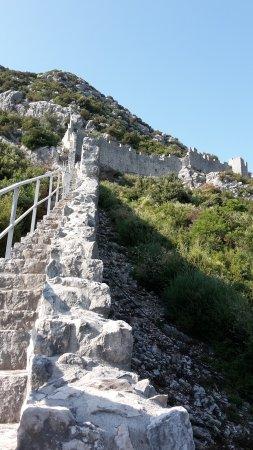 Ston, Kroatien: Вид на стену в конце пути