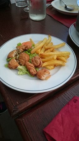Sauveterre-de-Bearn, France: Menu enfant : Frites et nuggets