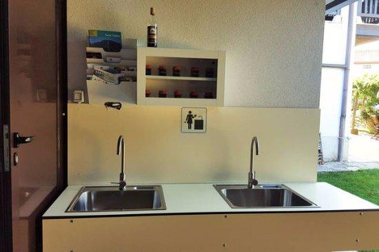 Sezana, Slovenië: Camp washing area