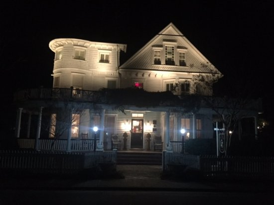 The White Doe Inn Bed & Breakfast Photo