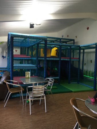 Банги, UK: Very nice place to take small children to run around on the soft play with great home cooked fre