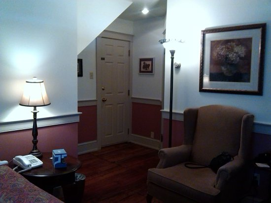 Gordonville, PA: Entrance into our room. So quiet and peaceful!