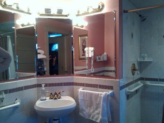 Gordonville, PA: Beautiful bathroom!