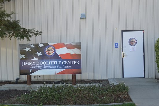 Vacaville, CA: Doolittle Center Entrance
