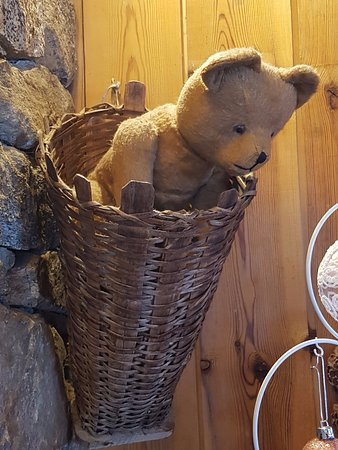 Vallorcine, Francia: Bears everywhere, but it is the «Farm of the Three Bears»