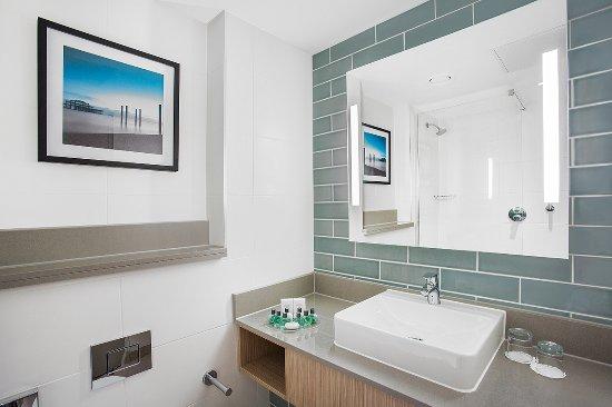 Jurys Inn Brighton Waterfront Bathroom