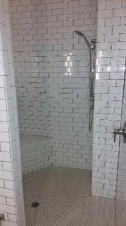 The Beaufort Inn: Huge shower with dual shower heads