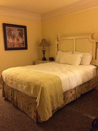 Bayfront Inn: Queen bedroom.