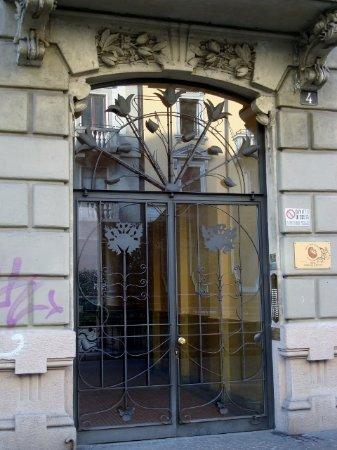 Portone d\'ingresso in ferro battuto - Foto di Casa Frisia, Milano ...