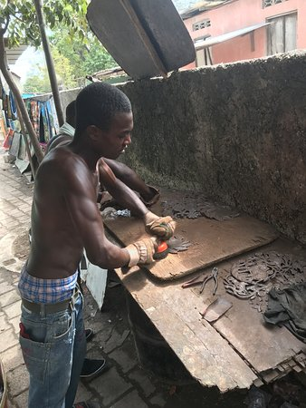 Village Artistique de Noailles: Prepping the tin