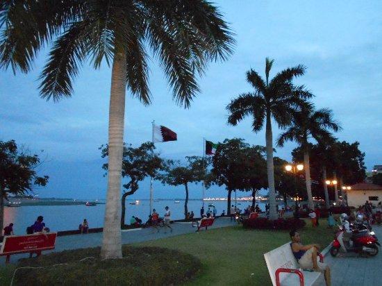 Dara Reang Sey Hotel Phnom Penh: Boulevarden ett par hundra meter från mitt hotell.