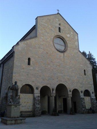 Pavullo Nel Frignano, Italien: la facciata in sasso a vista