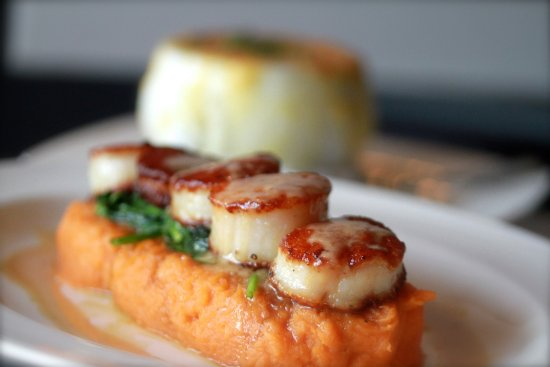 Plymouth, MI: seared scallops: george's bank dry pack, sweet  potato mashed, sautéed spinach, pine nut butter