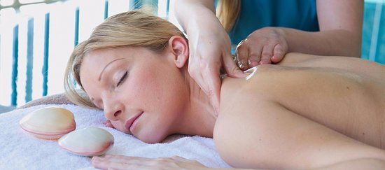 St Austell, UK: Lava Shell massage at The Clearing Spa