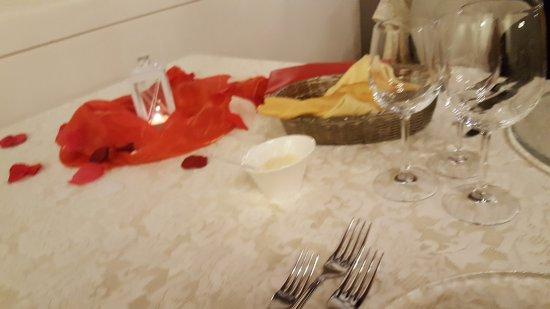 Due Carrare, Ιταλία: Tavolo ricorosamente per 2