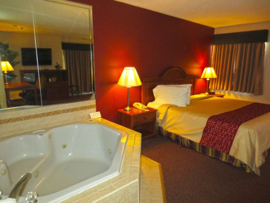 Rochelle, IL: One King Jacuzzi Suite