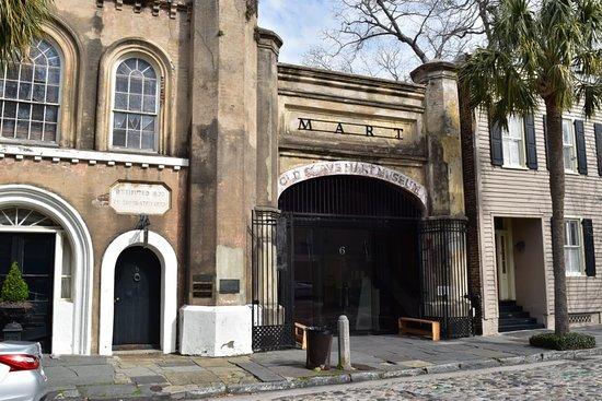 The History of Charleston Walking Tour : Old Slave Market