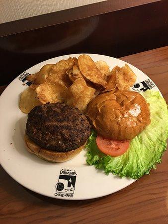 ลิโวเนีย, มิชิแกน: room service burger