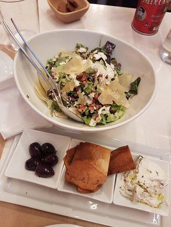 Αττική, Ελλάδα: salad and side