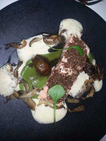 Restaurant Le Pressoir : Saumon aux champignons et émulsion d'huites