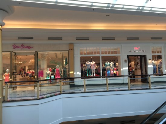 336862af4bb Vineyard Vines store and Lilly Pulitizer - Picture of Somerset ...