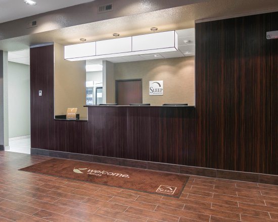 West Des Moines, IA: Front Desk
