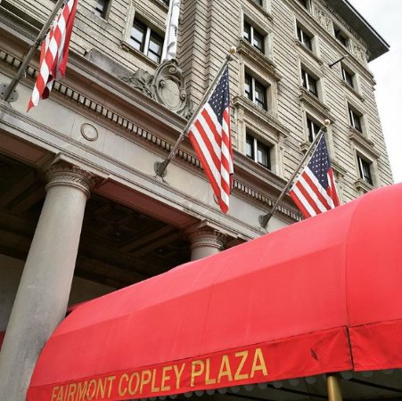 Fairmont Copley Plaza, Boston: Front Entrance of the hotel looking up