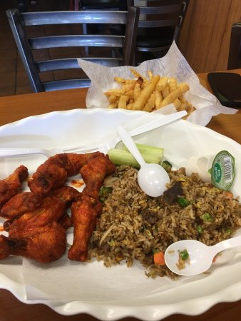Gainesville, GA: Wings and house fried rice :)