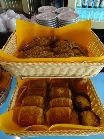 Cupecoy Bay, St. Maarten: Fresh baked goods