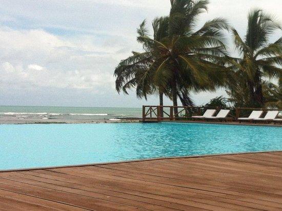 Tivoli Ecoresort Praia do Forte: Piscina com borda infinita e Bar molhado