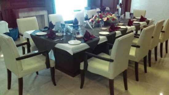 Ocean Pearl Beautifully set table for Diamon Wedding Anniversary celebration - Private dining (Jade & Beautifully set table for Diamon Wedding Anniversary celebration ...