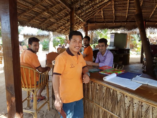 Agonda White Sand: the very good staff at the bar