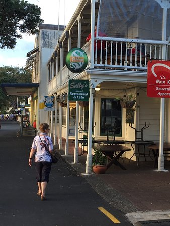 Allegra House: Do go into town and get the ferry to Russell. Use Paihia Diving. Heinz is a mind of information.