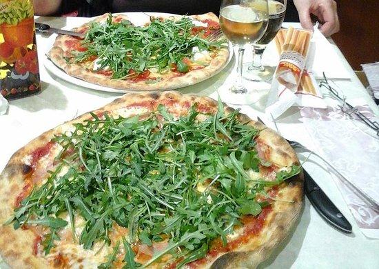 Lido di Venezia, Itália: Illustration de votre pizza à la Taverna  le Lido Venise