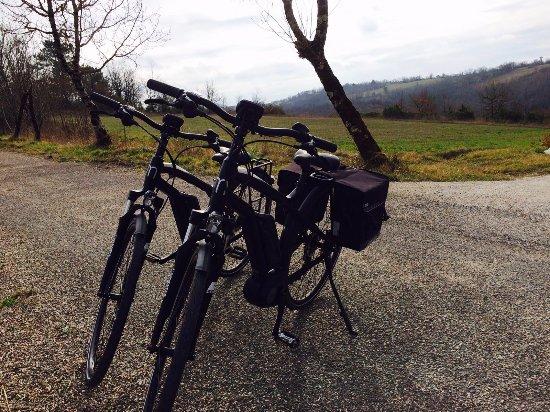 """Les Hauts d'Albas : Les vélos électriques """"V-Lot"""""""