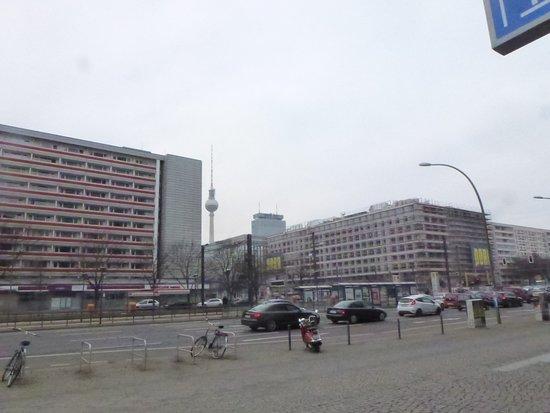 Ibis Budget Berlin Alexanderplatz: Blick vom Hotel zum Fernsehturm