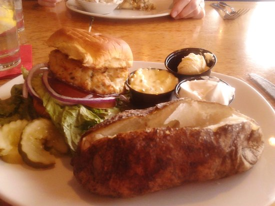 Wormleysburg, PA: Nobody does a better crab cake in the Harrisburg area! Perfection!!!